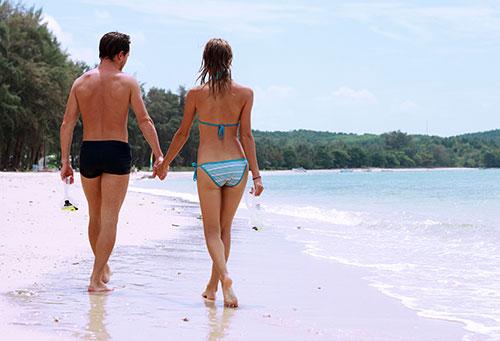 Guy enjoying girlfriend experience on beach