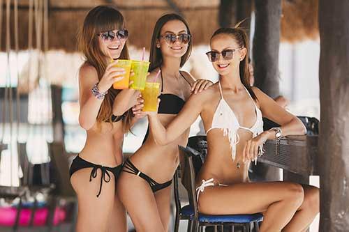 Girls on swinger vacation